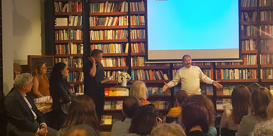 Zekai Altan İstanbul'da kitabını tanıttı