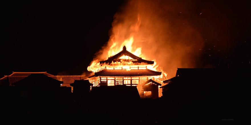 Japonya'da 500 yıllık Shuri Kalesi yandı