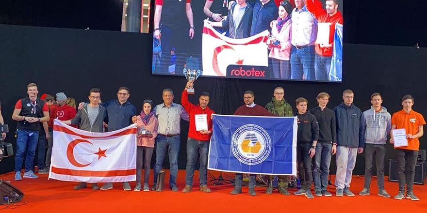 """DAÜ Robot Takımı """"Robotex International"""" yarışmasını kazandı"""