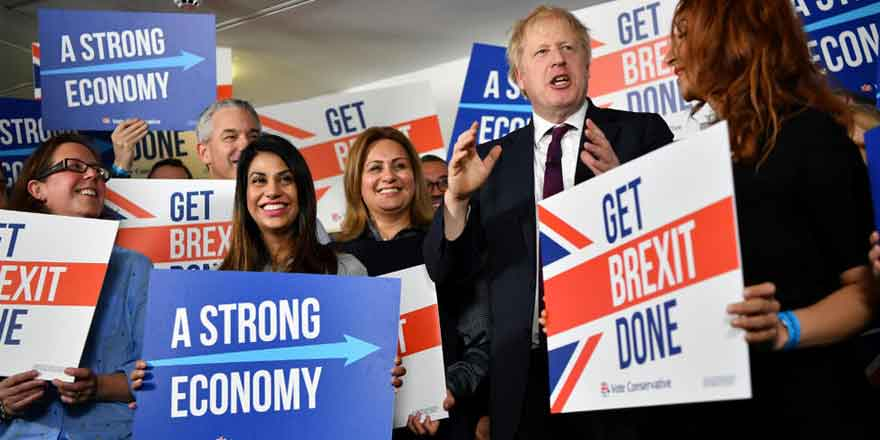 İngiltere'de Muhafazakarlar kazandı