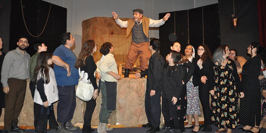 'Papaz Nikâhı' tiyatro günlerinde sahnelendi