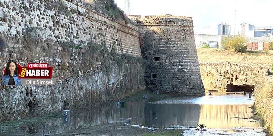 Mağusa'nın 7 asırlık surları, her yağışta sular altında…