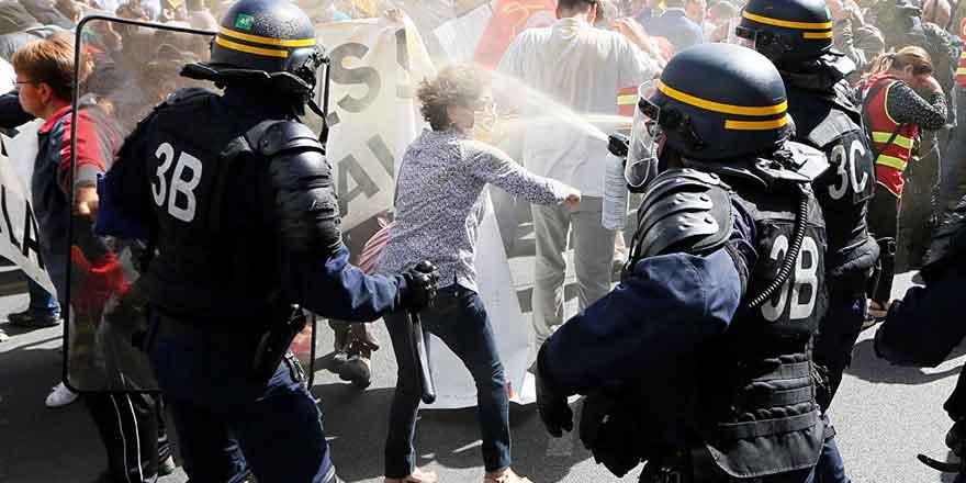 Fransa'da direniş sürüyor