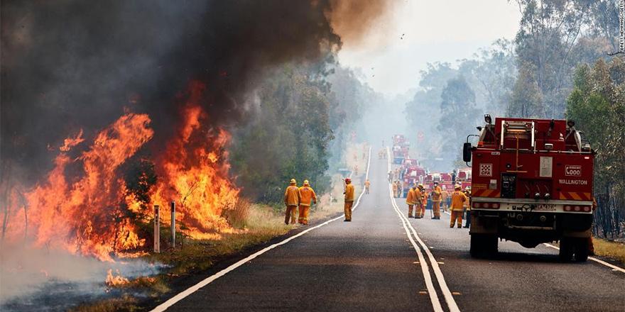 Avustralya'da yangınlar havaalanı kapattı