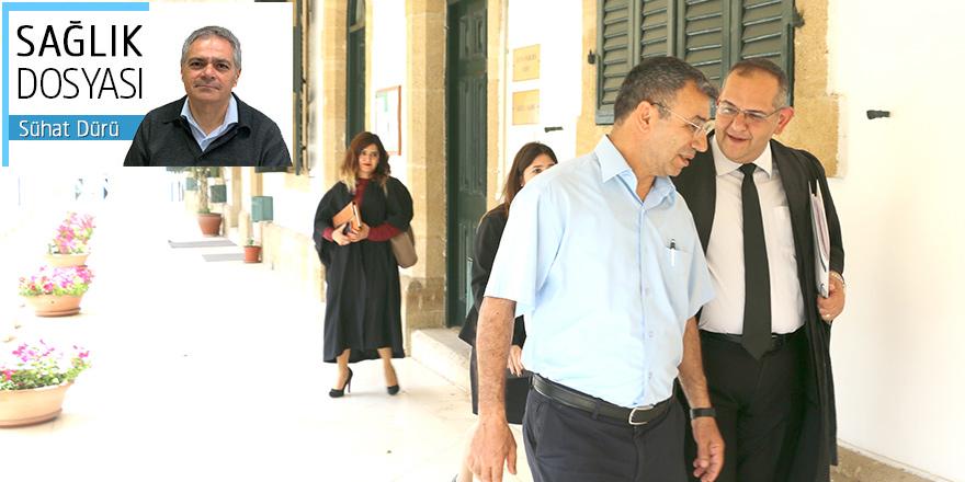 Hekimler mahkeme koridorlarında