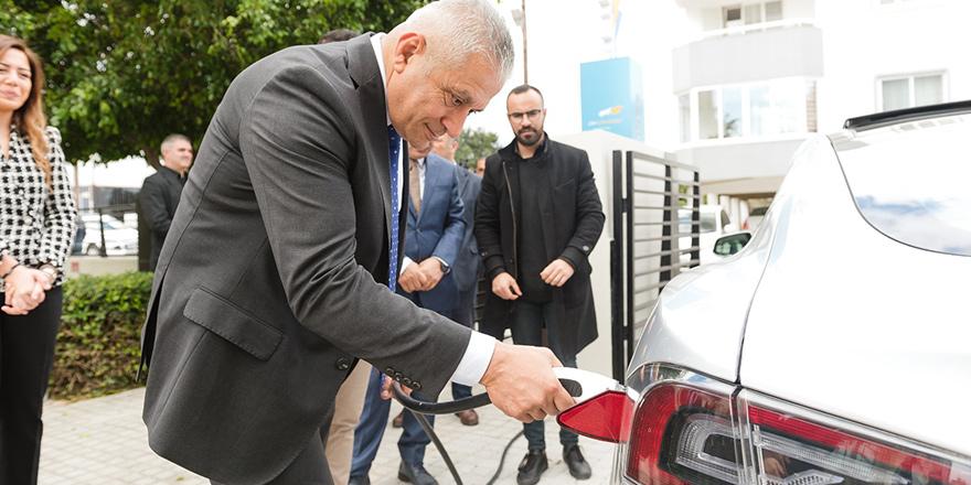 Bir ilk: Otomobil şarj ünitesi açıldı