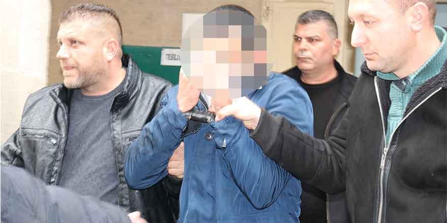 Mahkemede olay çıkarttı, polislere hakaret yağdırdı