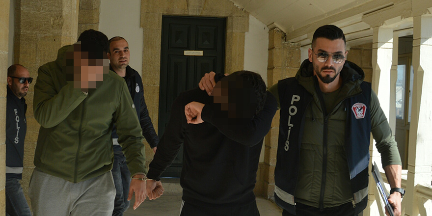 Şüpheli görülen öğrenciler 'uyuşturucu deposu' çıktı