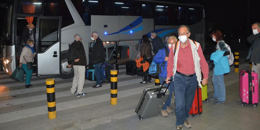 """Üstel: """"28 Alman turist, ülkelerine uğurlandı"""""""