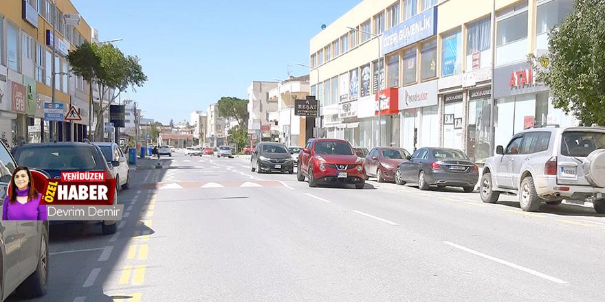 Yasak kısmi, sokaklar hareketli