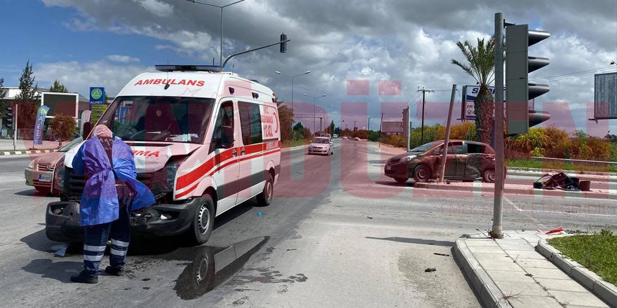 Ambulansla çarpıştı