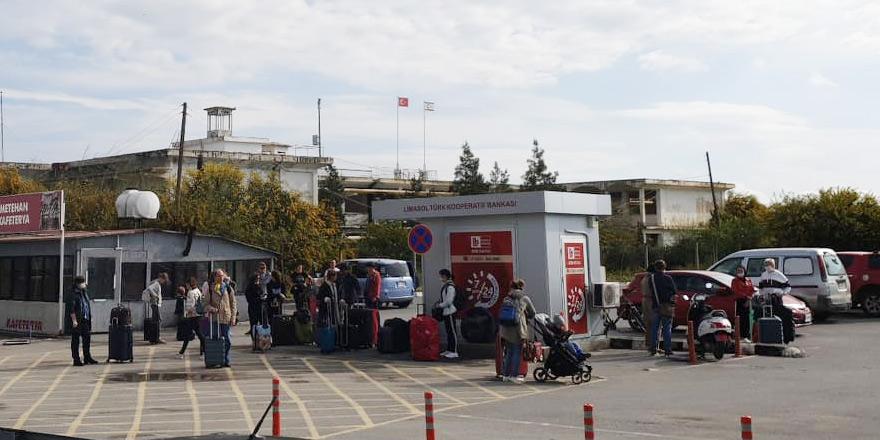 Ruslar Larnaka'dan ülkesine dönüyor