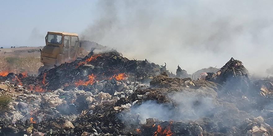 İskele'de çöplük yandı