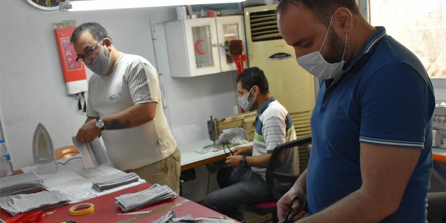 Girne Belediyesi'nden maske üretimi