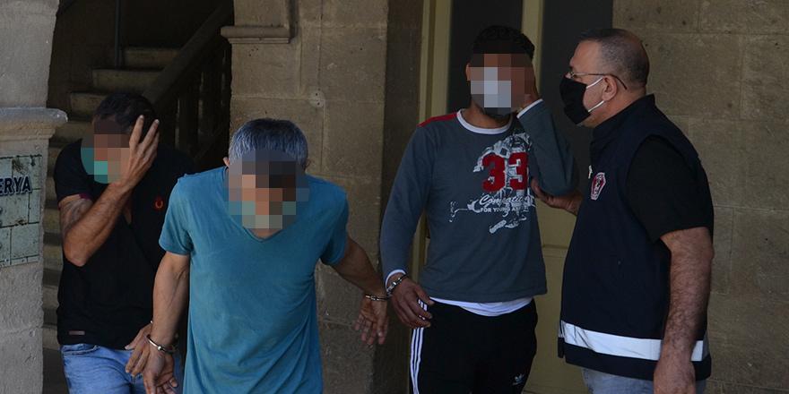 Evde uyuşturucu ile yakalandılar