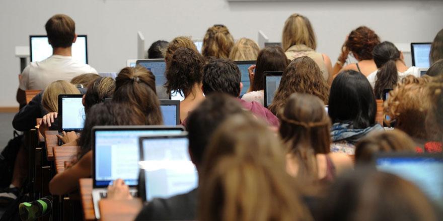 İngiltere'de okuyan Kıbrıslı öğrenciler için harç girişimi