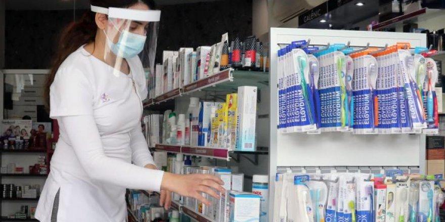 """Tsioutis: """"İkinci coronavirüs dalgası olmayacak ama şimdiki durum devam edecek"""""""