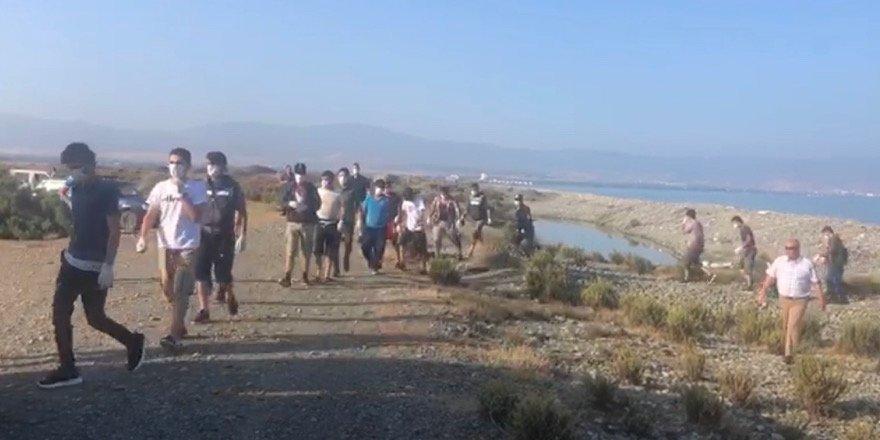 Kaçmaya çalışan 2 göçmen vuruldu