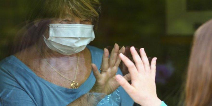 """Coronavirüste 2. dalga uyarısı: """"İngiltere'de kışın yaşanacak salgında 120 bin kişi ölebilir"""""""