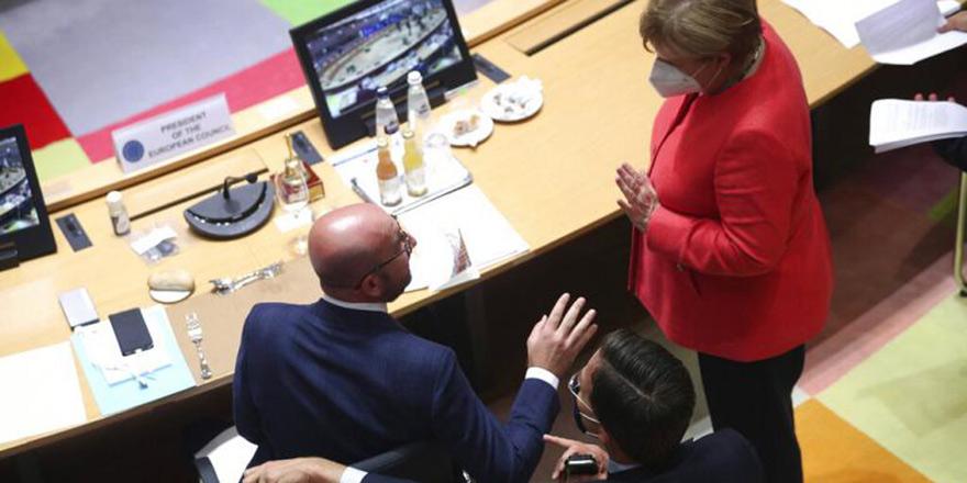 AB liderleri 750 milyar Euro'luk kurtarma fonu üzerinde anlaştı