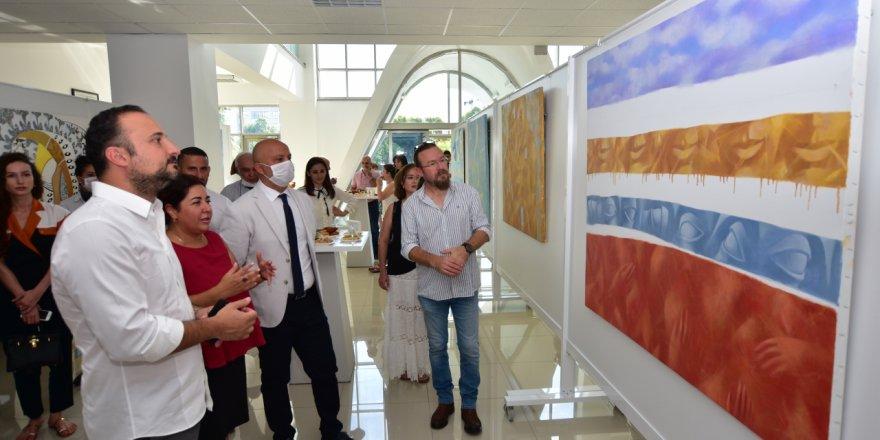 YDÜ'de Rana Amrahova'nın kişisel sergisi ziyarete açıldı