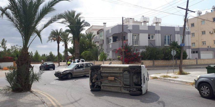 Ortaköy'de kaza, araç yan devrildi!