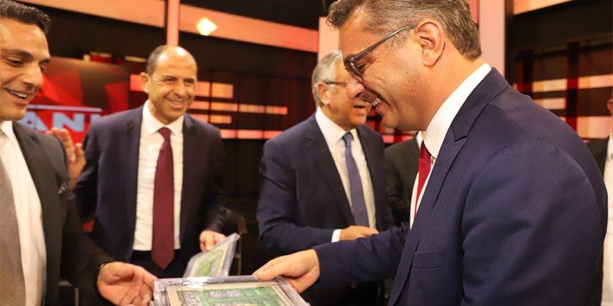 Erhürman'dan adaylara: Feslikan ve Kıbrıs kapıları
