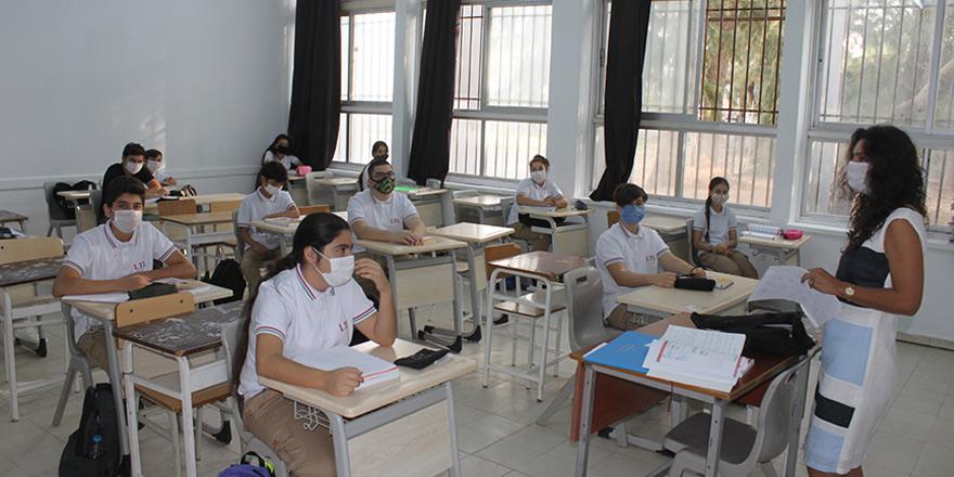 Orta dereceli okullar 7 ay sonra ders başı yaptı