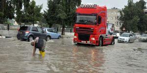 Aşırı yağış hayatı felç etti