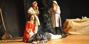 """""""Ağa"""" oyunu Güzelyurt'ta sahnelendi"""