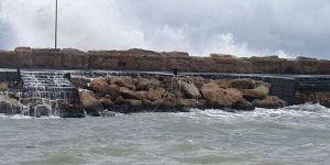 Girne'de deniz feneri yıkıldı