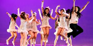 Yeni Yılı Dans Ederek Ve Şarkı Söyleyerek Karşılayın
