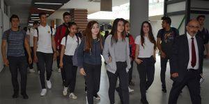 """Lise öğrencilerine """"Algı Yönetimi ve Mesaj Düzenleme"""" konferansı verildi"""