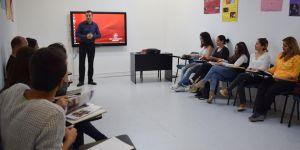 Yetişkinlere yönelik dil kursunu tamamlandı