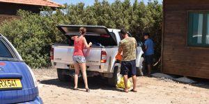 Yabancılar başka otele, Kıbrıslılar eve!
