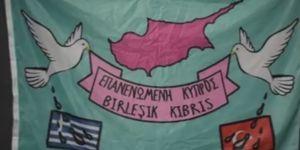 """Okul bahçesine """"Birleşik Kıbrıs"""" bayrağı astılar"""