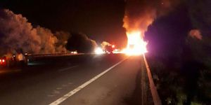 Sakarya'da KKTC plakalı tır yandı: 2 ölü