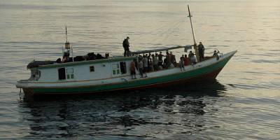 Mültecileri taşıyan gemi Baf açıklarında arızalandı