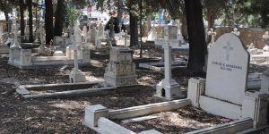 Rum mezarlığı temizlendi