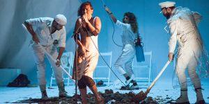 """Kıbrıs Festivali  """"Gülünç Karanlık"""" ile devam etti"""