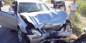 İki araç yüz yüze çarpıştı: 2 yaralı!