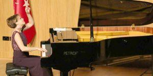Rüya Taner piyano resitali büyük ilgi gördü