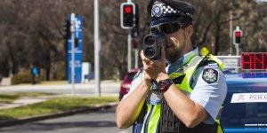 """Avustralya'da """"Uslanmaz"""" sürücülerin araçları eziliyor"""