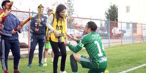 Maç öncesi evlilik teklifi