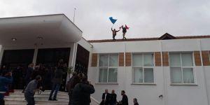 Meclis çatısına çıktılar, tekbir getirdiler!