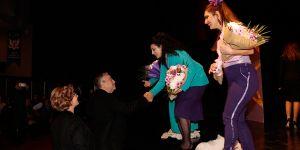 """""""Mor"""" adlı tiyatro oyunu Girne'de sahnelendi"""