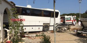 MAĞUSA'da otobüs eve girdi!