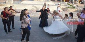 Kilise çanları Karpaz'da 27 yıl sonra ilk kez düğün için çaldı...