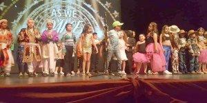 Englishouse HYPERLINK çocuklarından görkemli gösteri