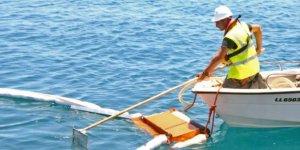 Limasol'da deniz devriyeleri atıkları temizledi